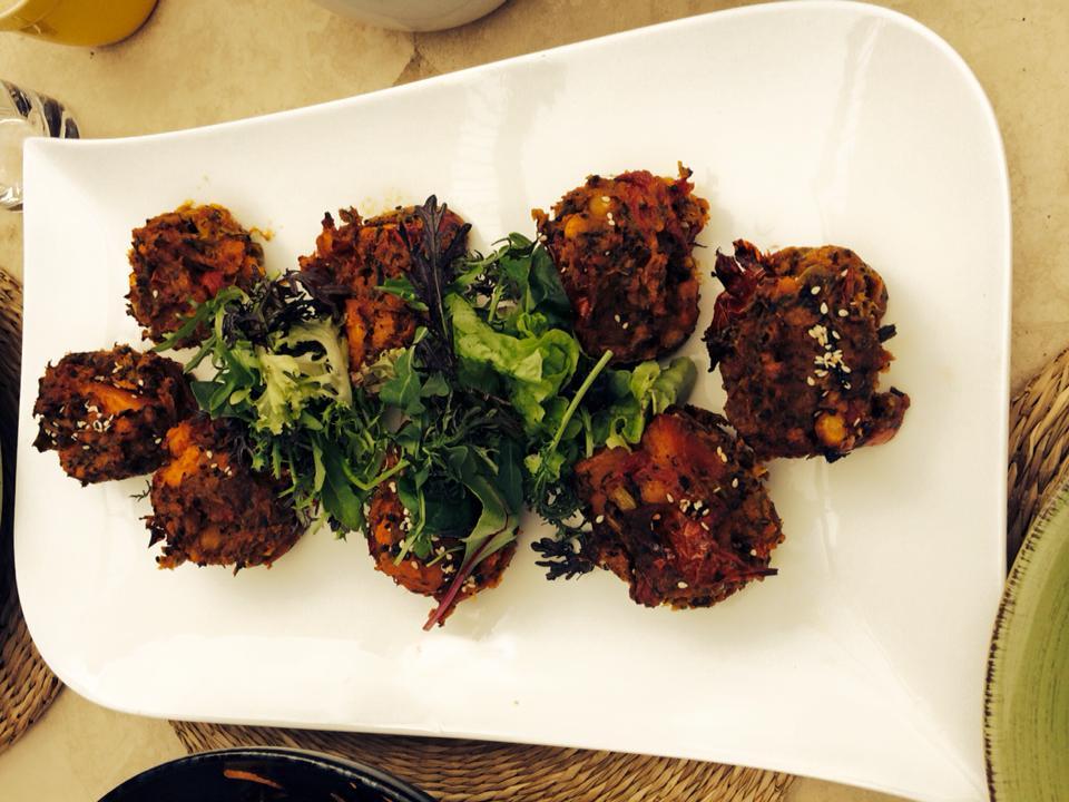 Veggie patties with beetroot dip